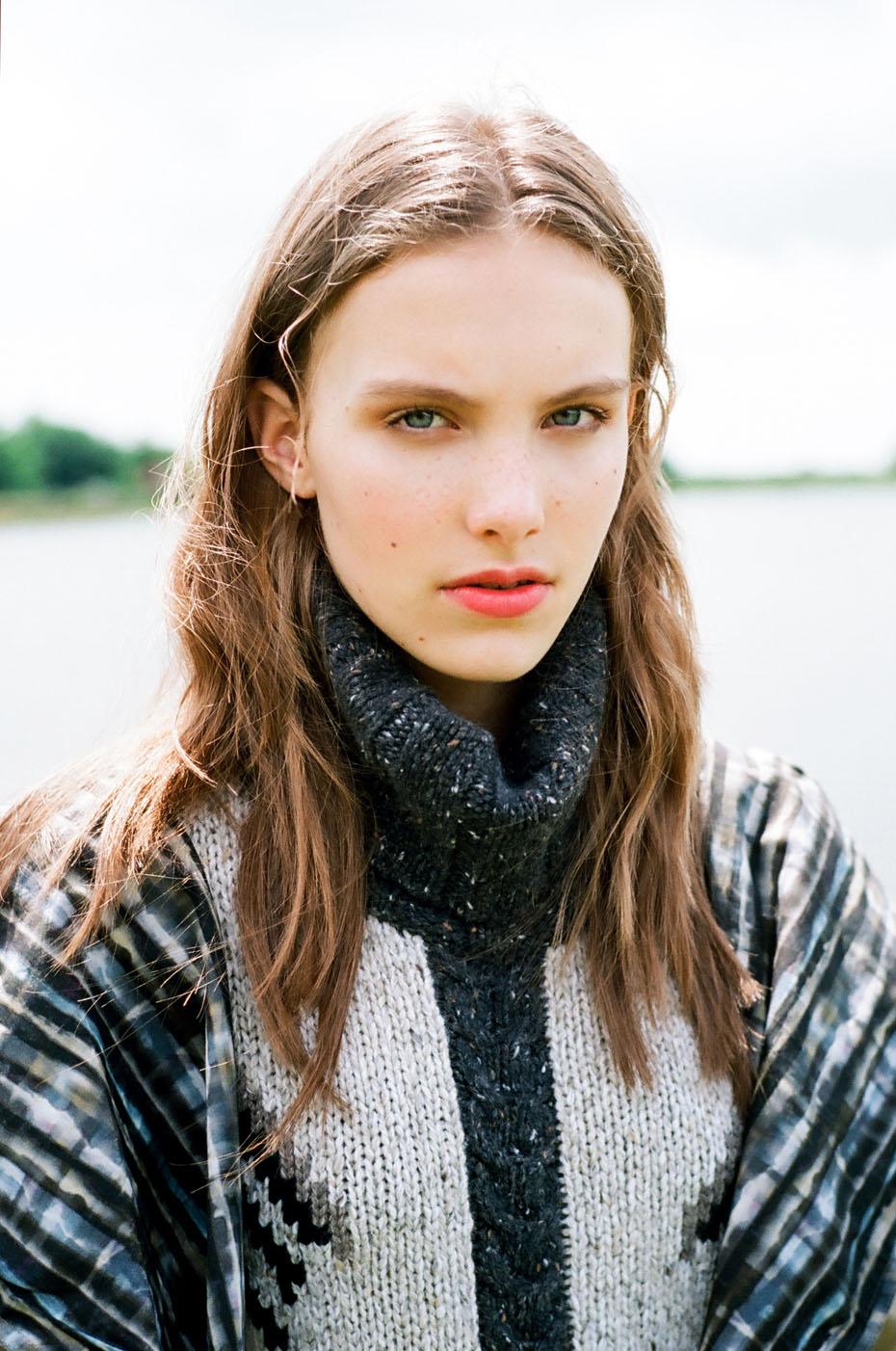 Joana@IMGbyAnyaHoldstock1 copy